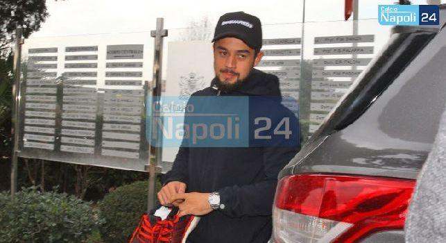 Younes a Villa Stuart per le visite mediche: tanti sorrisi e sciarpa del Napoli per il nuovo attaccante azzurro [VIDEO]