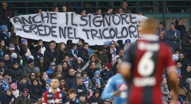 Napoli-Bologna dalla A alla Z: dalle margherite di Reina al 'Freez' di Mario Rui, Ve'r'di Napoli... e poi ti strappi. Anche il Signore crede nel tricolore