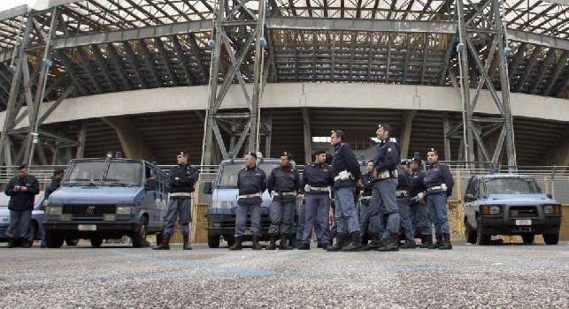 Stadio San Paolo con agenti della Polizia