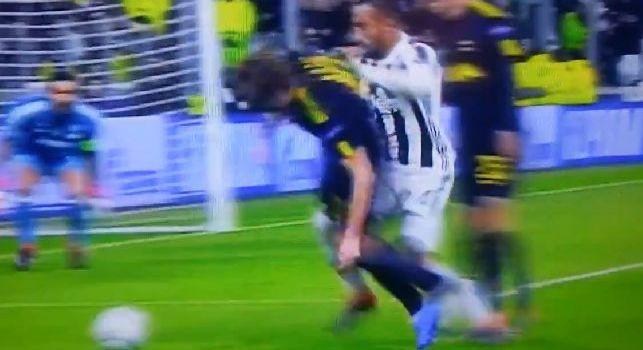 Juventus-Tottenham, la moviola di Premium: Possibile fuorigioco sul gol di Higuain, pestone di Benatia su Kane in area di rigore