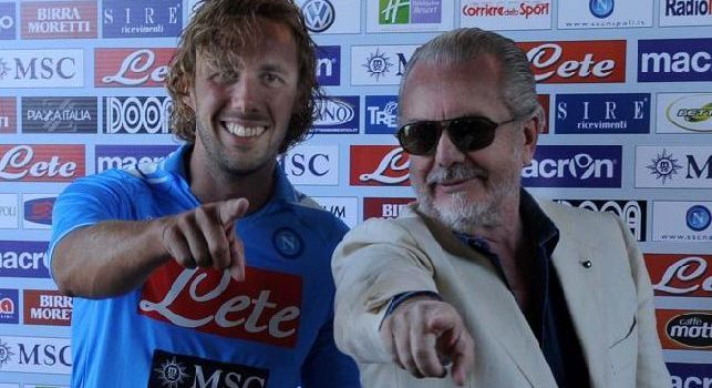 Marco Donadel alla presentazione al Napoli con Aurelio De Laurentiis