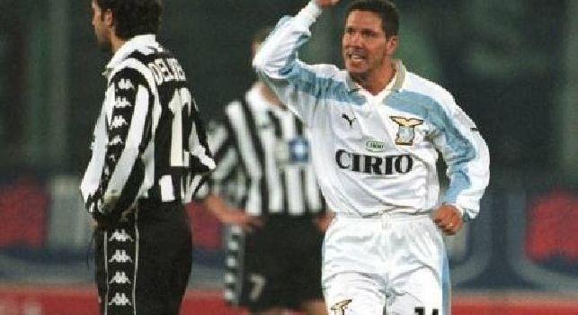Diego Simeone con la maglia della Lazio esulta dopo il gol contro la Juventus