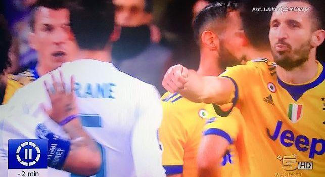 Rigore sacrosanto, Chiellini choc contro il Real: Voi pagate, voi pagete!. Si riferisce all'arbitro! [VIDEO]