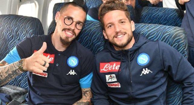 Napoli partito per Torino! Quanti sorrisi in aereo per gli azzurri [FOTO]