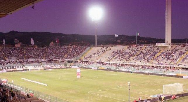 A Firenze sono già in clima campionato. Al Franchi cantano 'Odio Napoli' alla presentazione di Ribery