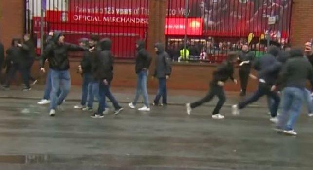 Kiss Kiss - Tifoso aggredito a Liverpool, sarà operato a Napoli: nelle prossime ore rientrerà in città