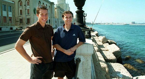 Yksel Osmanovski con Daniel Andersson ai tempi del Bari (foto fotbolldirekt.se)