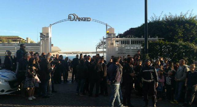 Villa D'Angelo, gli azzurri alla spicciolata: ovazione per Hamsik, spuntano anche Milik e Hysaj [FOTO e VIDEO CN24]