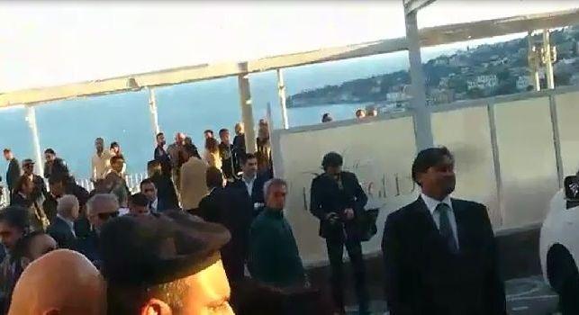 Villa D'Angelo, un vero e proprio boato al suo arrivo: tifosi impazziti per l'azzurro! [VIDEO CN24]