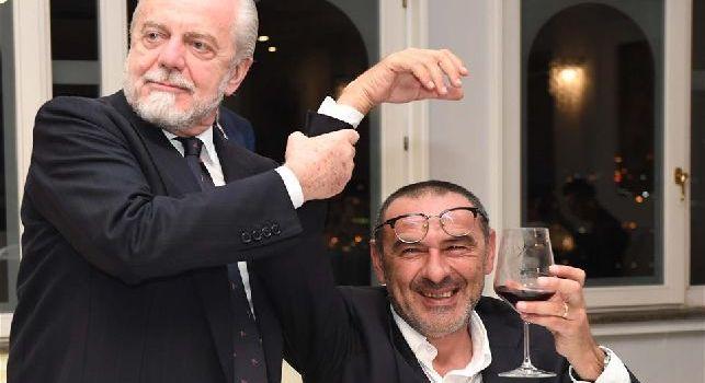 De Laurentiis su Sarri: Davo l'impressione di corteggiarlo, ma già cercavo un sostituto. Mi chiamò la moglie, volevo garanzie per il Chelsea