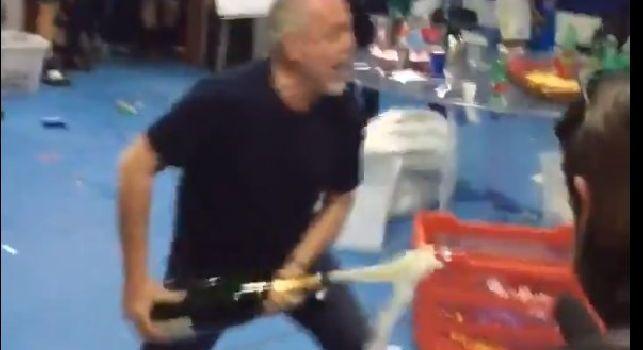 ADL scatenato, entra negli spogliatoi e festeggia con Sarri e gli azzurri: sembra la vittoria Scudetto! [VIDEO]