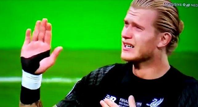 Karius distrutto dopo la sconfitta, il portiere in lacrime si scusa sotto la curva del Liverpool [VIDEO]