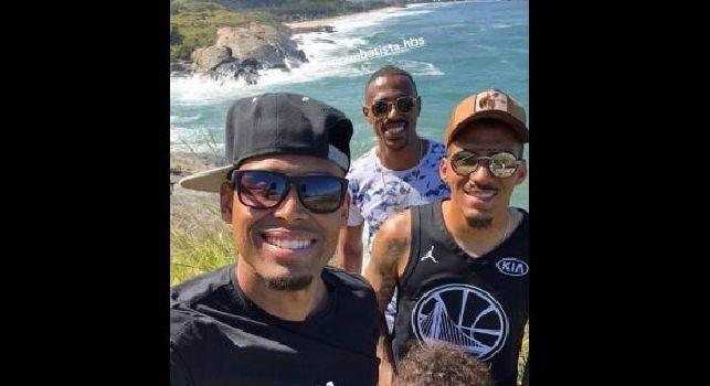 Vacanze a Rio de Janeiro per Allan: eccolo in posa con l'ex compagno Gabriel Silva [FOTO]