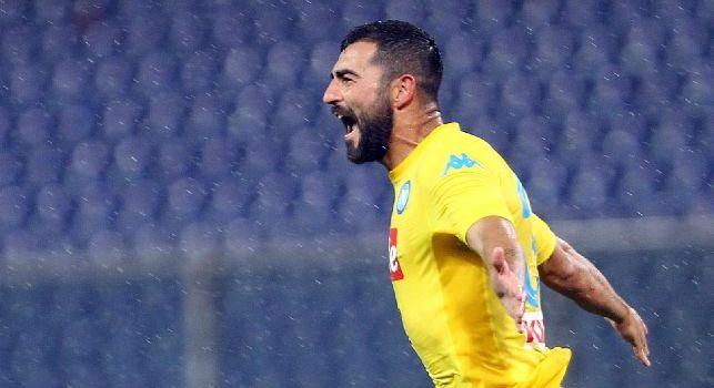 Raul Albiol esulta dopo un gol con il Napoli
