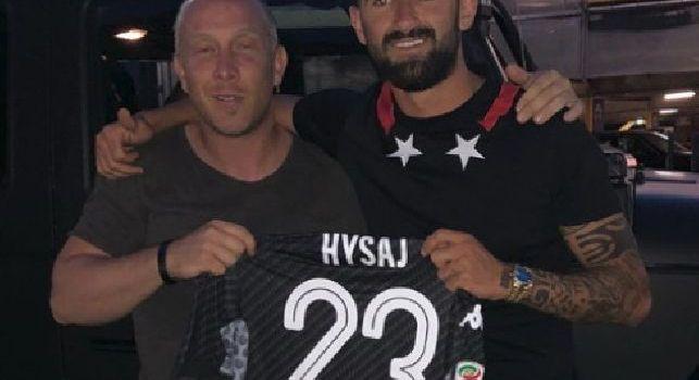Hysaj: Grande lavoro, poi regala la sua maglia [FOTO]
