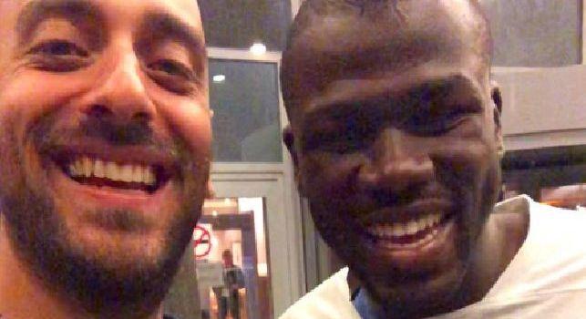 Decibel Bellini vola in Russia per stare con Koulibaly: Vi salutiamo dal ritiro del Senegal! [FOTO]