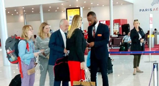 De Laurentiis <i>beccato</i> all'aeroporto di Parigi, il patron &egrave; di ritorno in Italia [FOTO CN24]