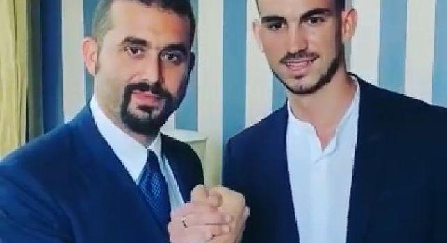 Welcome!, anche Edo De Laurentiis si immortala con Fabian Ruiz: scatto e stretta di mano [VIDEO]