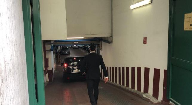Carlo Ancelotti raggiunge l'hotel