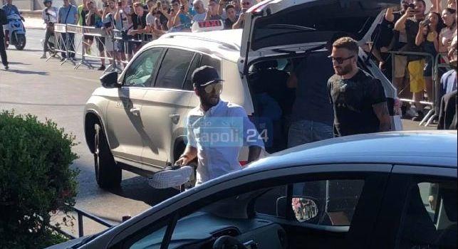 Raduno Napoli, arriva Insigne: apoteosi all'Hotel Vesuvio per il Magnifico! [FOTO & VIDEO CN24]