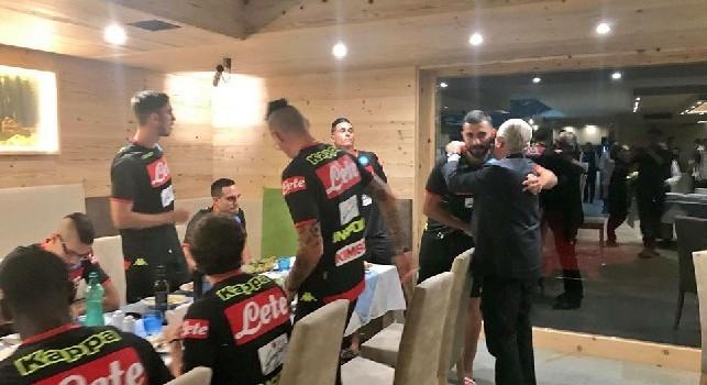 De Laurentiis arriva a Dimaro, saluto e cena con la squadra in hotel [FOTO]