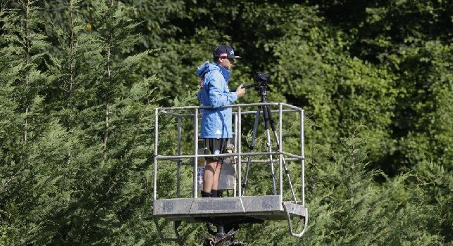 Ancelotti maniacale nella cura dei dettagli: un collaboratore osserva gli azzurri allenarsi da una gru! [FOTO CN24]