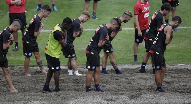 Dimaro, allenamento pomeridiano: calciatori nella... sabbia, pubblico ammutolito! Faccia a faccia Ancelotti-Giuntoli, restano in campo solo Ounas e Verdi