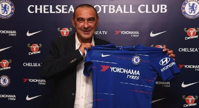 Maurizio Sarri con la maglia del Chelsea