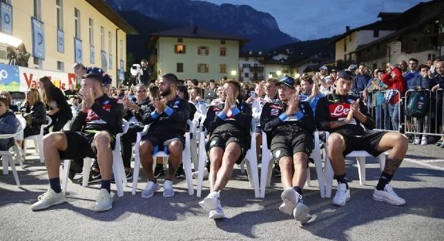 Made in Sud in piazza a Dimaro, Lorenzo Insigne ed altri azzurri si godono lo spettacolo [FOTOGALLERY CN24]