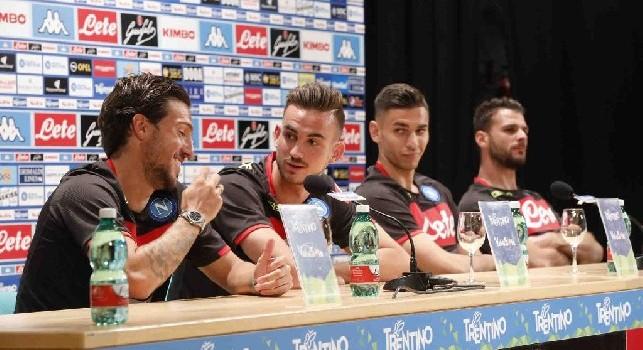 Simone Verdi, Fabiàn Ruiz, Alex Meret ed Orestis Karnezis in conferenza stampa