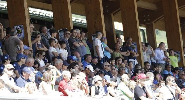 Cavani, Cavani!: la suggestione arriva in tribuna a Dimaro, coro in favore del Matador