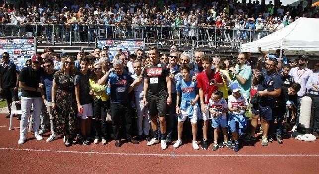 Visita speciale per gli azzurri: sul campo di Carciato arriva il Club Napoli Parlamento [FOTOGALLERY CN24]
