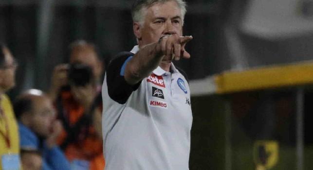 Carlo Ancelotti in panchina con il Napoli contro il Carpi