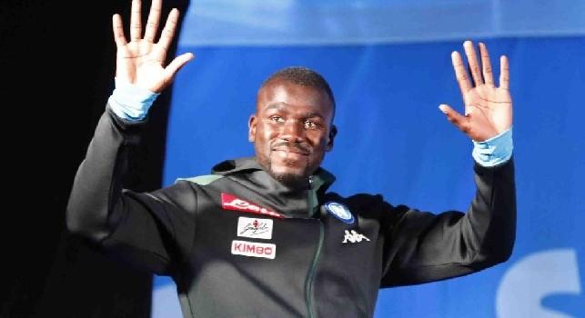 SSC Napoli, presentazione difensori: Chi non salta juventino è!, in ricordo del gol di Koulibaly! 'Decibel' scherza con Albiol: Prendevi il caffè? [VIDEO CN24]