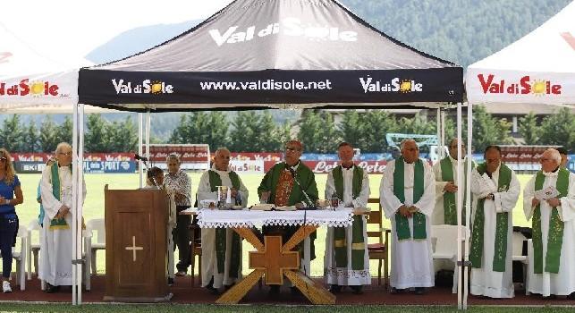 Cardinale Sepe, siparietto con Hamsik: Grazie per essere rimasto, <i>lassa ije</i> la Cina che &egrave; lontana! [VIDEO CN24]