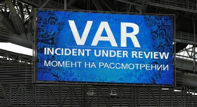 Ritardo di qualche minuto al San Paolo, problemi audio tra l'arbitro e la sala Var