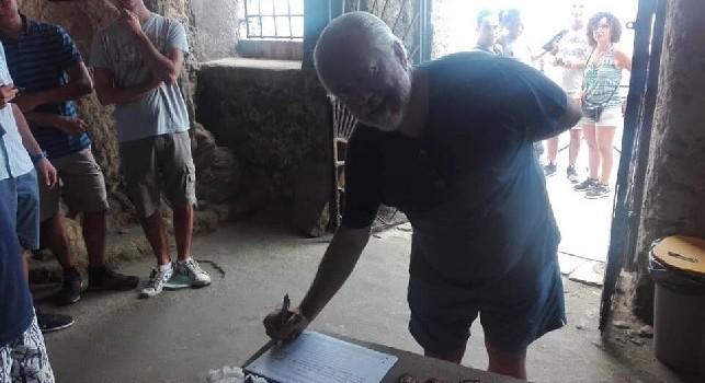 De Laurentiis in visita alla chiesa di Piedigrotta: concessa anche una firma al FAI per la conservazione [FOTO CN24]