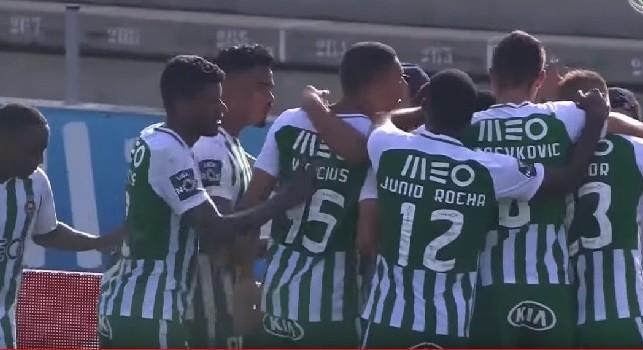 Vinicius Morais festeggia il gol con il Rio Ave