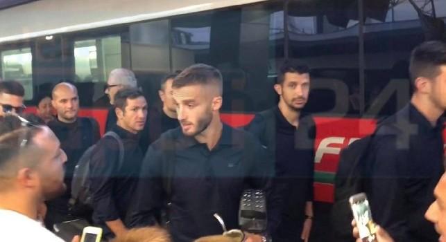 Ma non sono io!: lo scambiano per Pjaca, siparietto tra Pezzella e i tifosi del Napoli [VIDEO CN24]