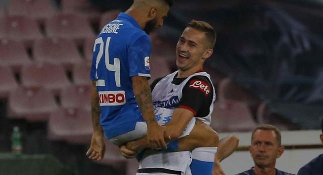 Insigne e Rog festeggiano il gol in Napoli-Fiorentina