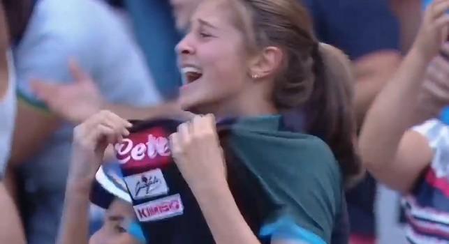 Gol Napoli a Torino, l'esultanza della tifosa napoletana è commovente! [VIDEO]