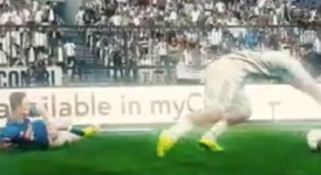 Il bug di PES fa impazzire i tifosi, la Juve ruba nel videogame [VIDEO]