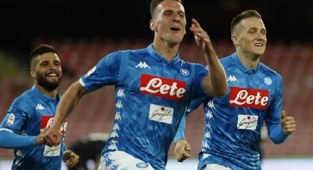 Arek Milik esulta con la maglia del Napoli