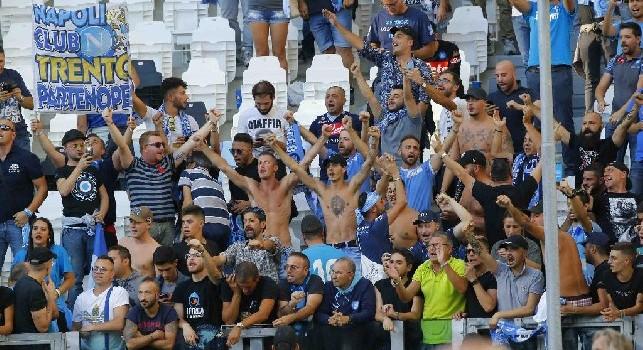 Napoli sconfitto a Torino, tifosi azzurri da applausi: ringraziano ed incitano la squadra di Ancelotti anche dopo la gara [VIDEO]