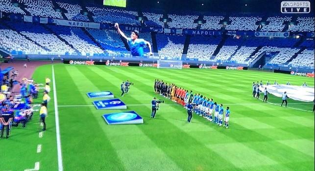 Napoli - PSG al San Paolo con gigantografia Maradona in FIFA 19