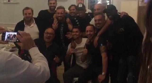 Jorginho riabbraccia gli amici napoletani: cena e foto con altri giocatori azzurri da 'Bobò' ad Arco Felice [VIDEO CN24]