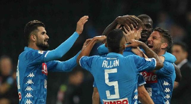I giocatori del Napoli esultano dopo il gol