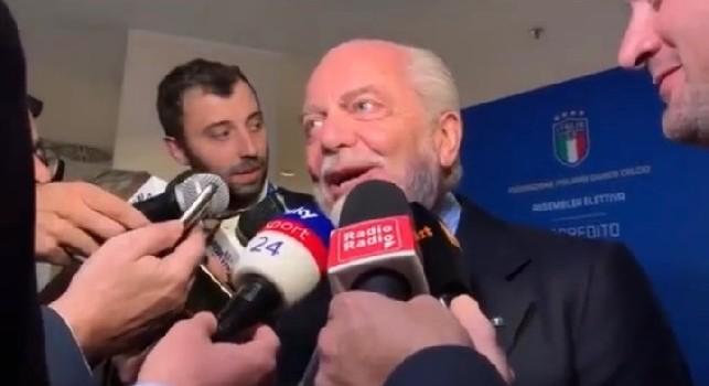 De Laurentiis stuzzica Alciato di Sky: Lei è uno juventino nato!. Il giornalista: Si sbaglia [VIDEO]