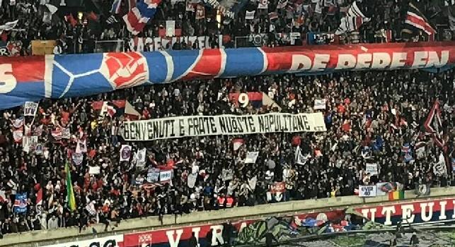 Striscione allo stadio Parco dei Principi, durante PSG-Napoli