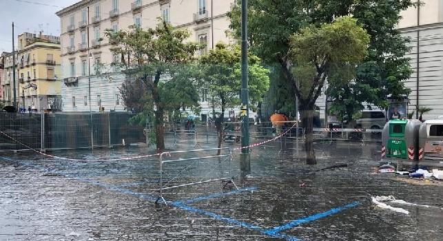 PSG in arrivo all'Hotel Caracciolo, zona transennata e auto rimosse col carroattrezzi: ecco il programma della giornata [FOTO CN24]